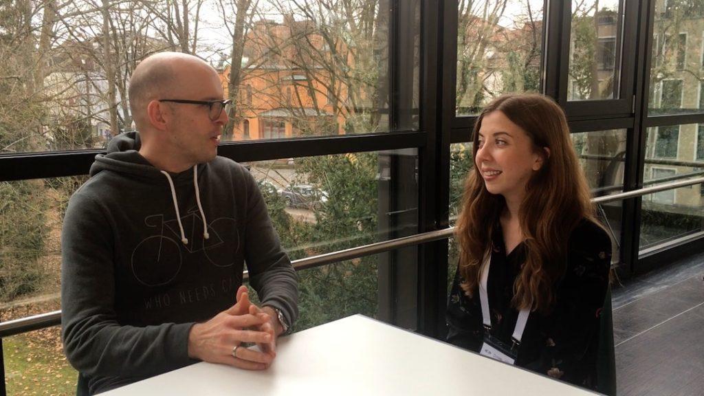 1 von 30 Kindern leidet unter Tinnitus: Harriet Smith im Interview (Video)